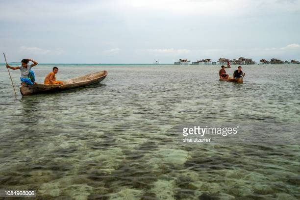 view of borneo's bajau laut that live off bodgaya island, sabah, malaysia. they are nomadic sea gypsies who are stateless. - shaifulzamri foto e immagini stock