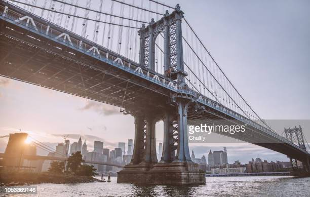 view of brooklyn bridge in new york - brooklyn bridge stock pictures, royalty-free photos & images