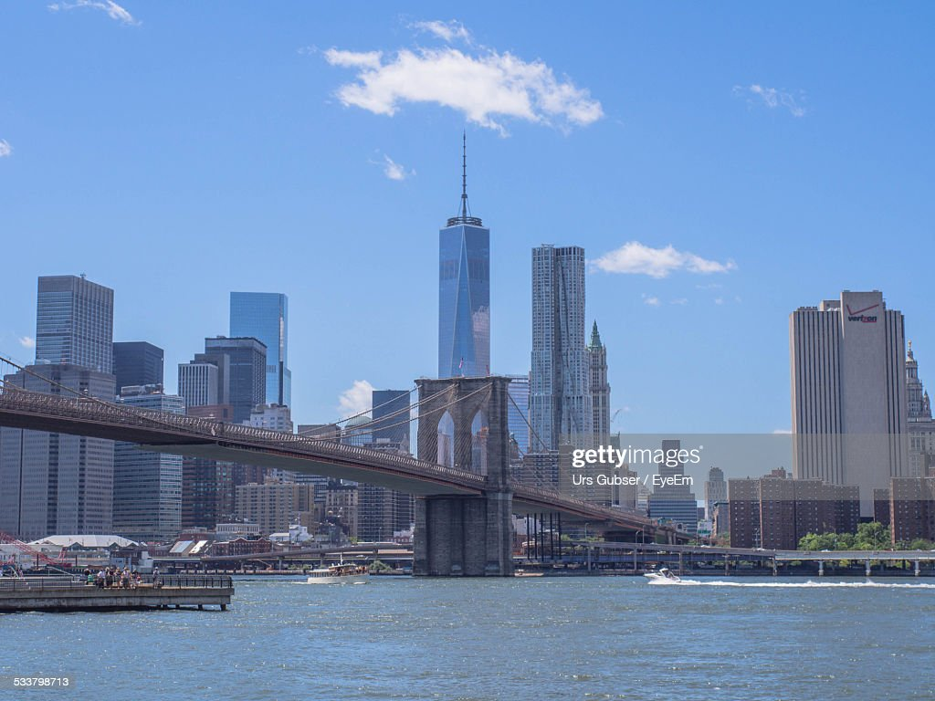 View Of Brooklyn Bridge With One World Trade Center In Background : Foto stock