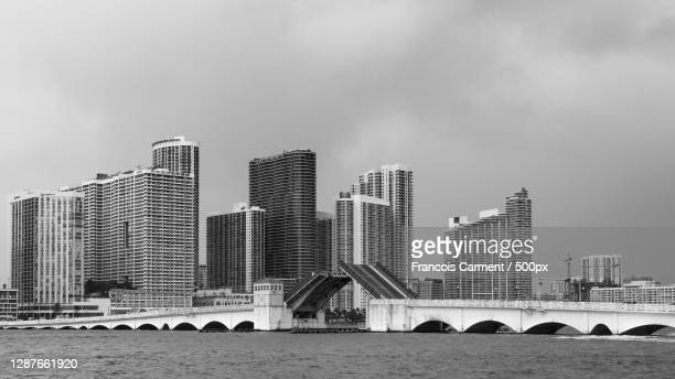 view of buildings by river against cloudy sky,miami,florida,united states,usa - floride etats unis photos et images de collection