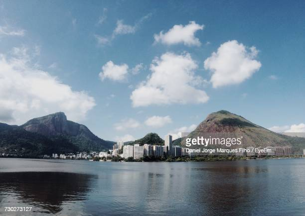view of buildings with mountain in background - filho stock pictures, royalty-free photos & images