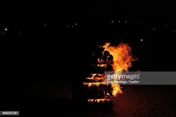 view of burning wooden stack at night - cremation stock pictures, royalty-free photos & images