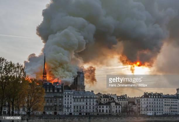 view of burningnotredame, paris, france - notre dame de paris stock pictures, royalty-free photos & images