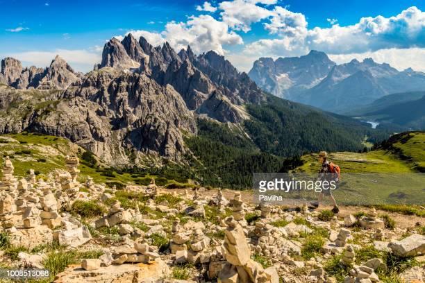 vista di cadini di misurina dalla sella, parco nazionale di lavaredo, dolomiti, alpi europee, italia, - parco nazionale foto e immagini stock