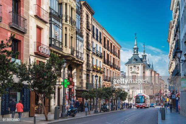 view of  calle mayor (madrid , spain) - ponto turístico local - fotografias e filmes do acervo