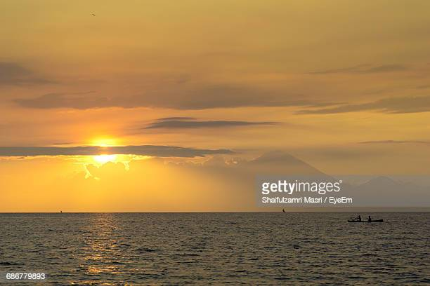 view of calm sea at sunset - shaifulzamri stock pictures, royalty-free photos & images