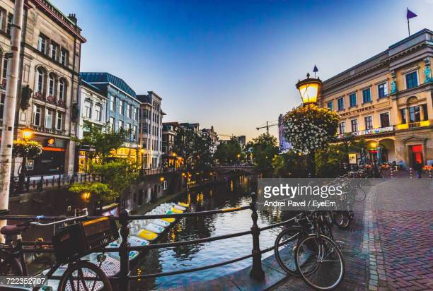 view of canal in city - utrecht stockfoto's en -beelden