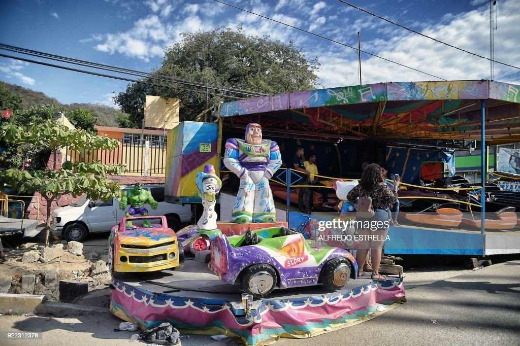 View of carrousel games at Kilometro 30 community, near the Acapulco resort in Guerrero State, Mexico, on February 14, 2018. Violence in the state of Guerrero claimed the lives of two priests on February 5, 2018. / AFP PHOTO / Alfredo ESTRELLA / TO