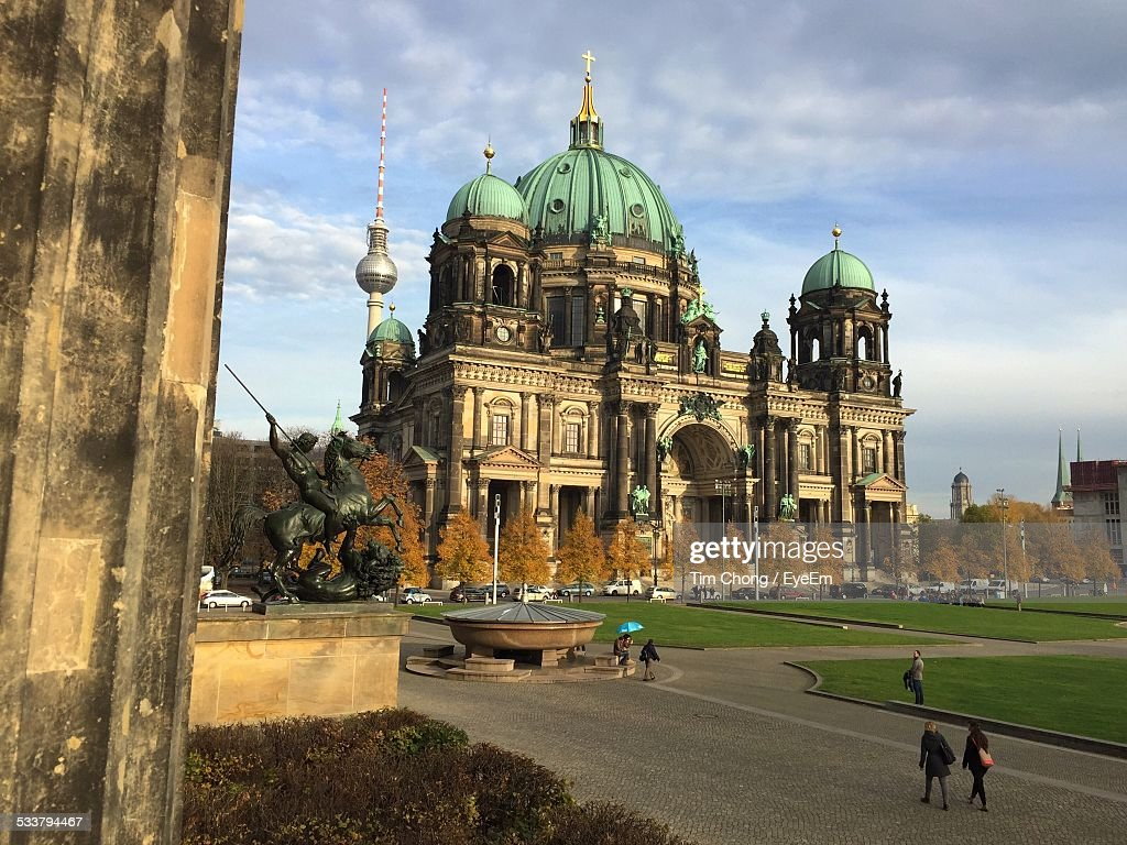 View Of Cathedral On Cloudy Day : Foto stock