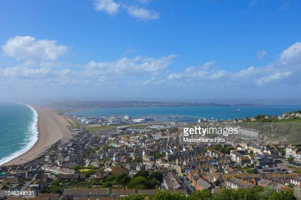 view of chesil beach and the town of fortuneswell in portland island, dorset, england, united kingdom, uk - weymouth dorset stock pictures, royalty-free photos & images