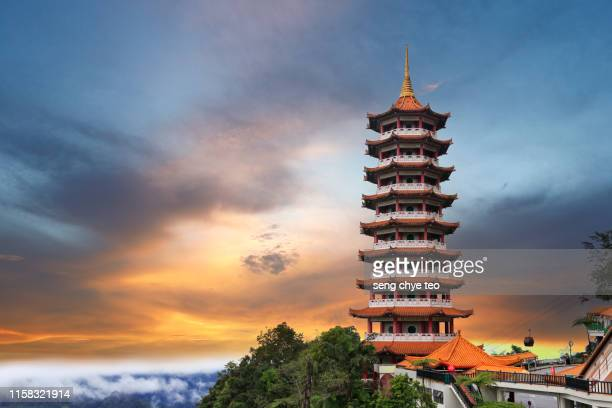 view of chin swee caves temple pagoda in the sunset - stock photo - kuala lumpur photos et images de collection