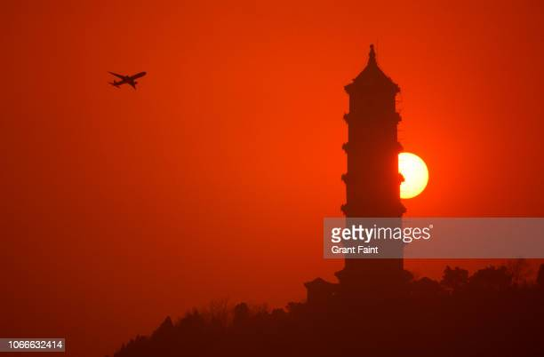 view of chinese pagoda at sunset. - パビリオン ストックフォトと画像