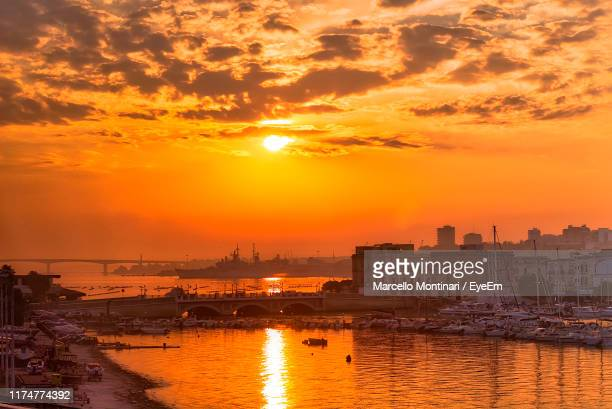 view of city at sunset - golden hour stock pictures, royalty-free photos & images