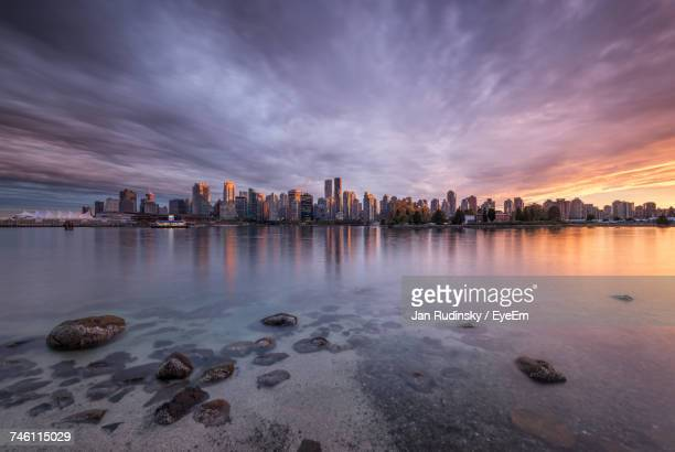 view of city at sunset - vancouver canada stock pictures, royalty-free photos & images