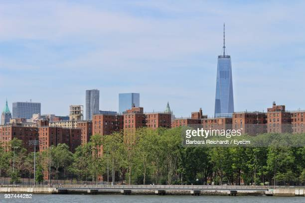 view of city by river against sky - the bronx stock pictures, royalty-free photos & images