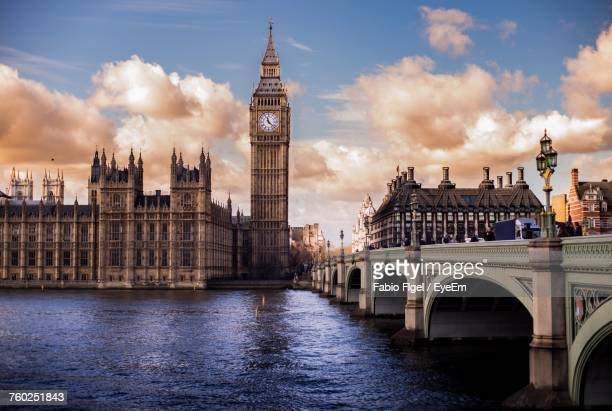 view of cityscape against sky - big ben stockfoto's en -beelden