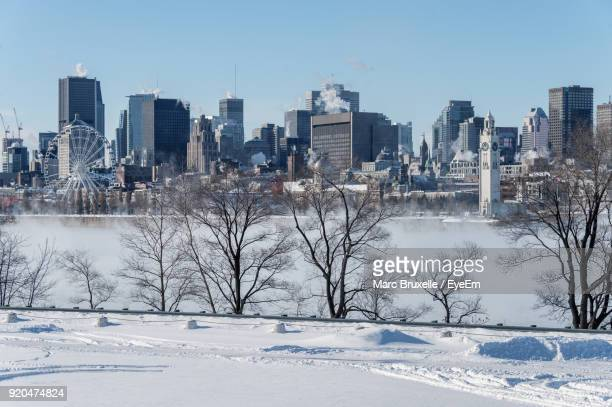 view of cityscape during winter - montreal photos et images de collection