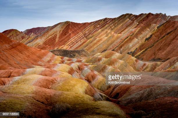 view of colourful mountains of the zhangye national geopark, china - rainbow mountains china stock-fotos und bilder