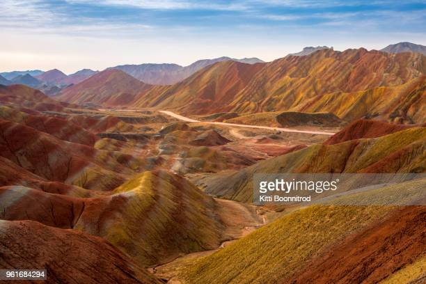 view of colourful mountains of the zhangye national geopark, china - gansu province stock pictures, royalty-free photos & images