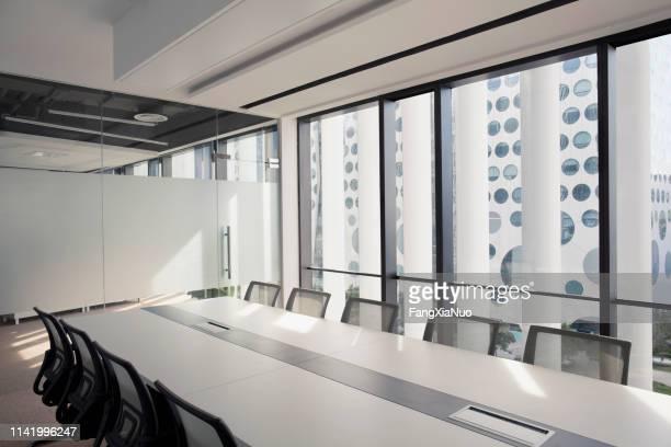 現代ビジネス会議室の眺め - 運営委員会 ストックフォトと画像