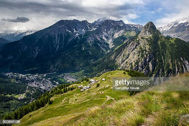 view of courmayeur italy and the bertone mountain hut from above - クールマイヨール ストックフォトと画像