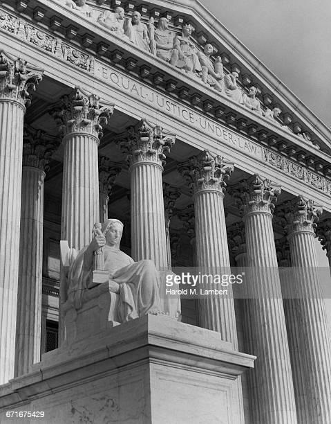 view of courthouse  - escrita ocidental - fotografias e filmes do acervo