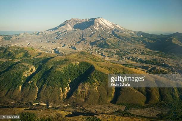view of crater above johnston ridge, mt. st. helens - mount st. helens - fotografias e filmes do acervo