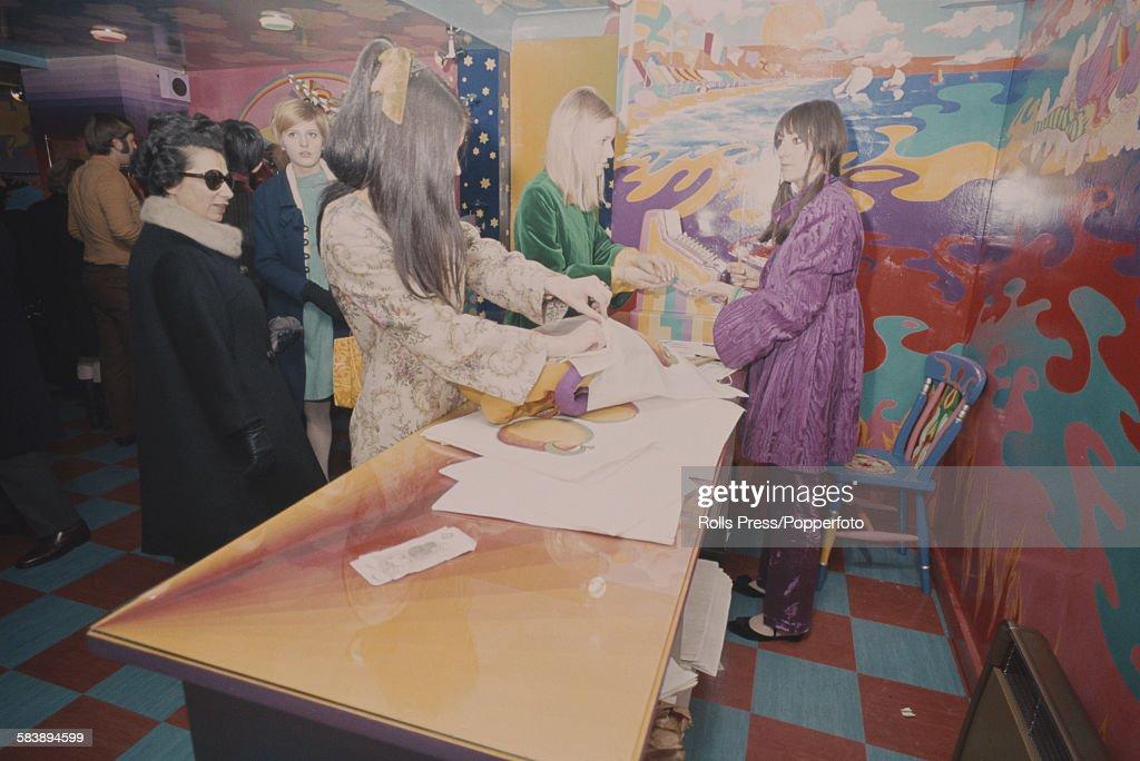 Beatles Apple Boutique Opens : News Photo