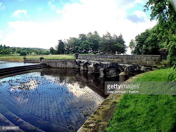 view of damflask loop with old bridge - south yorkshire stock pictures, royalty-free photos & images