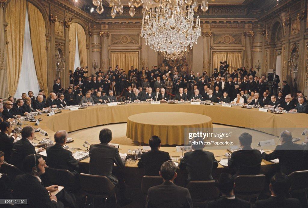 Paris Peace Accords Conference : News Photo