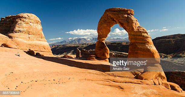 view of delicate arch with the la sal mountain range in the background, arches national park, utah. - delicate arch stock pictures, royalty-free photos & images