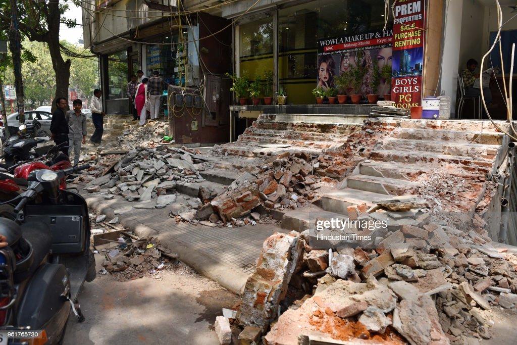 Union Minister Vijay Goel Residents of Rajendra Nagar Whose Structures Got Demolished By Municipal Corporation Of Delhi