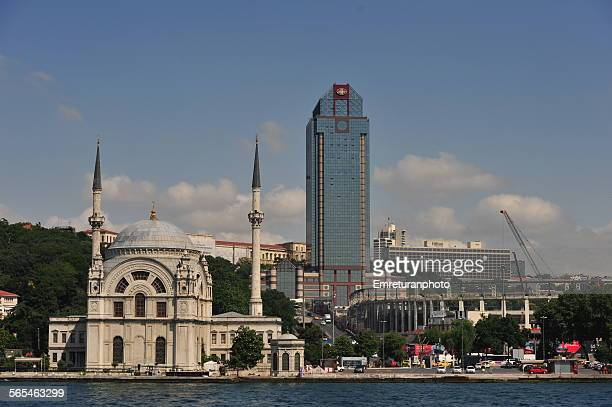 view of dolmabahce mosque from bosphorus - emreturanphoto stock-fotos und bilder