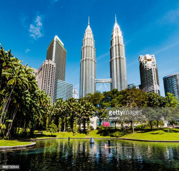 vista do centro da cidade kuala lumpur arranha-céus malásia - torres petronas - fotografias e filmes do acervo