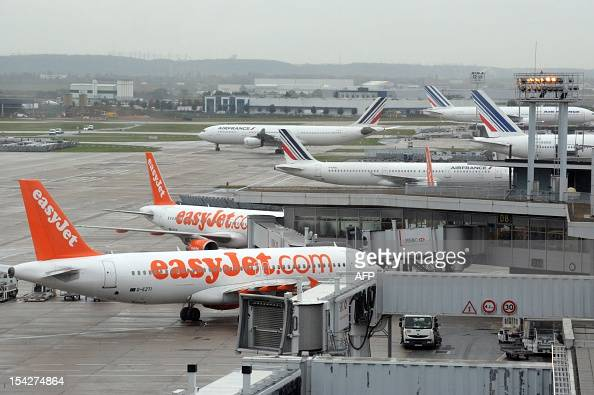 View of easyjet and air france planes at paris orly airport taken on news photo getty images - Comptoir easyjet orly sud ...