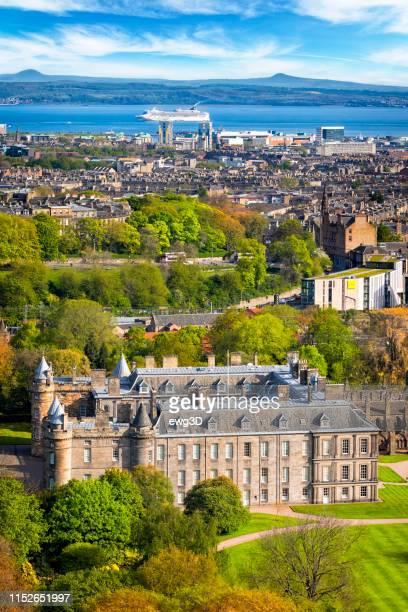 vista de edimburgo do assento de arthur, scotland, reino unido - palácio - fotografias e filmes do acervo