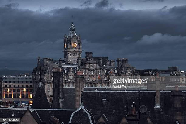 view of edinburgh under darkness - balmoral hotel stock photos and pictures