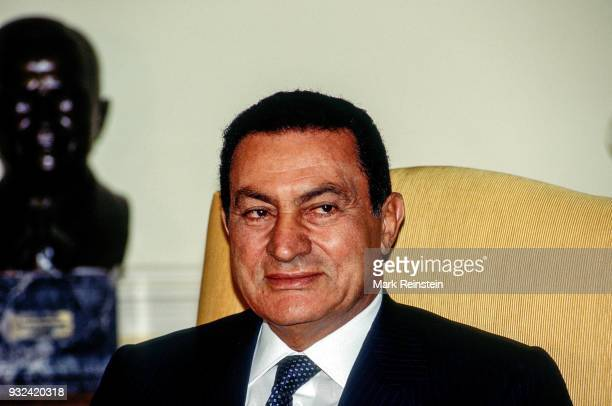 View of Egyptian President Hosni Mubarak in the White House's Oval Office, Washington DC, September 29, 1995.