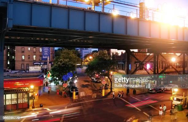 view of elevated railway in jackson heights, queens, new york city, usa - queens new york city - fotografias e filmes do acervo