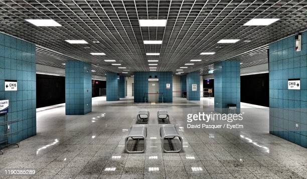 view of empty subway station platform - underground station stock pictures, royalty-free photos & images