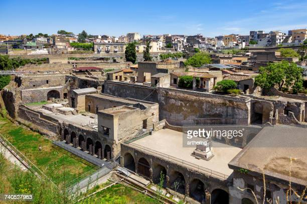 view of ercolano and the excavations of herculaneum, campania, italy - ヘルクラネウム遺跡 ストックフォトと画像