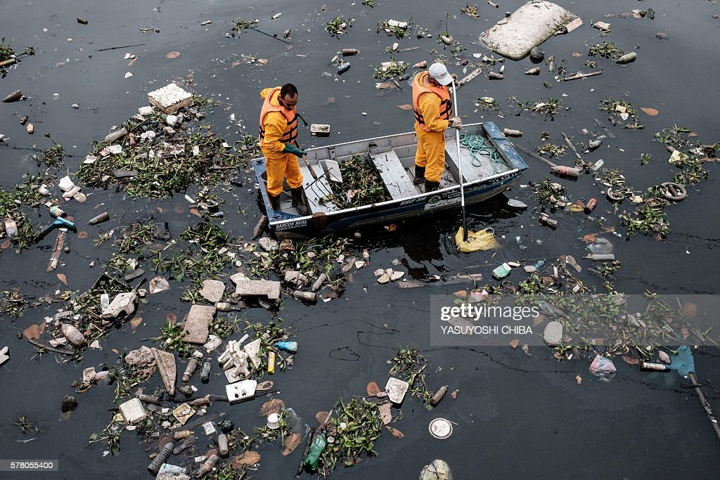 OLY-2016-RIO-GUANABARA BAY-POLLUTION : News Photo