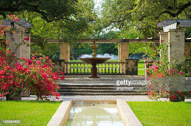 view of fountain in the middle of country club prado - coral gables stock pictures, royalty-free photos & images