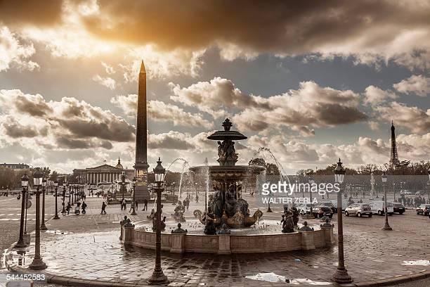 view of fountains at place de la concorde, paris, france - place de la concorde stock pictures, royalty-free photos & images