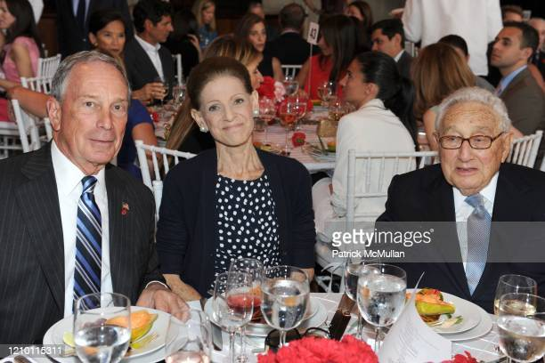 View of from left New York City Mayor Michael Bloomberg Annette de la Renta and former US Secretary of State Henry Kissinger as they attend the 2012...