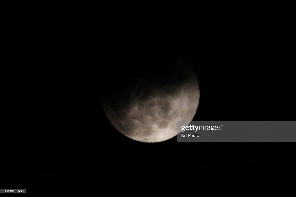 KOR: Super Moon Rise On The South Korea Sky
