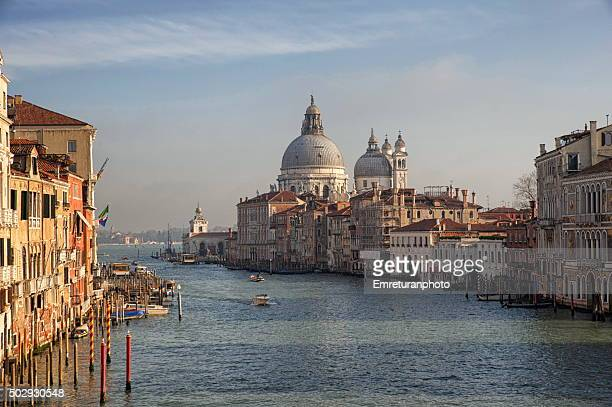 view of grand canal and san giorgio di maggiore church - emreturanphoto stockfoto's en -beelden