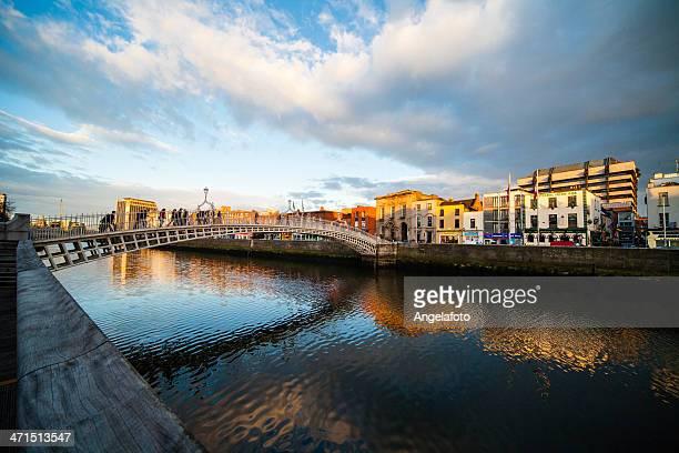 Auf die Ha'Penny-Brücke in Dublin, Irland