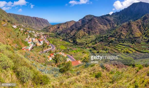 Utsikt över Hermigua på Kanarieöarna La Gomera i provinsen Santa Cruz de Tenerife - Spanien