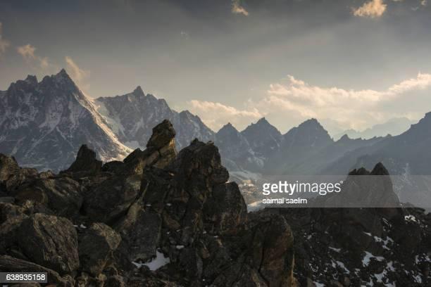 view of himalaya mountain range from gokyo ri - gokyo lake stock pictures, royalty-free photos & images